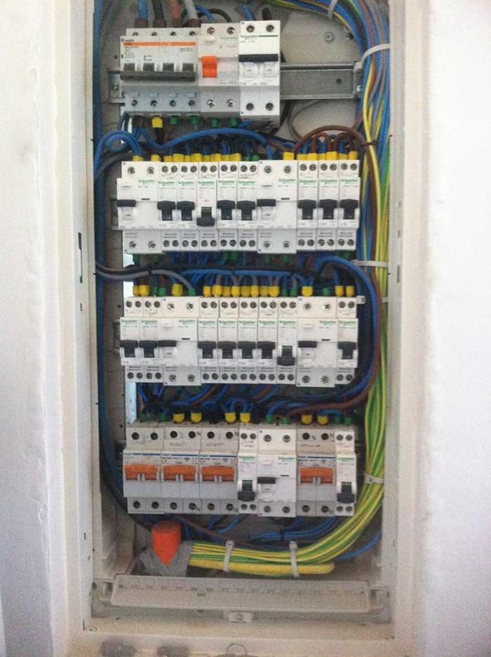 cuadro-electrico-local